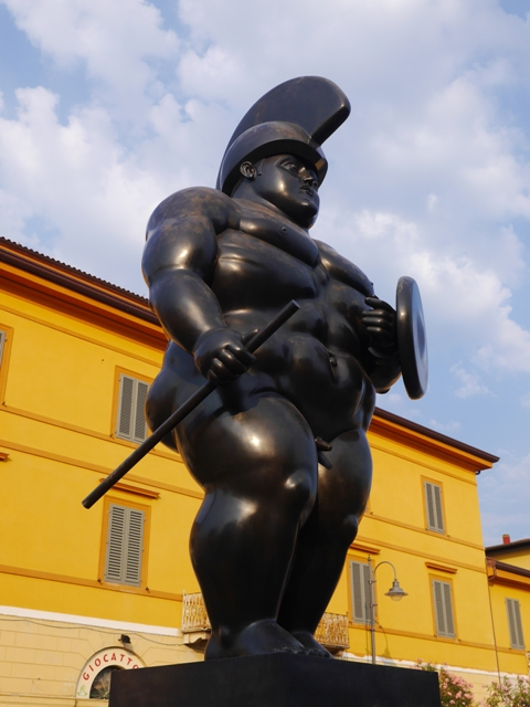 Le guerrier de Boterro, don du sculpteur, résident de Pietrasanta, à la ville.