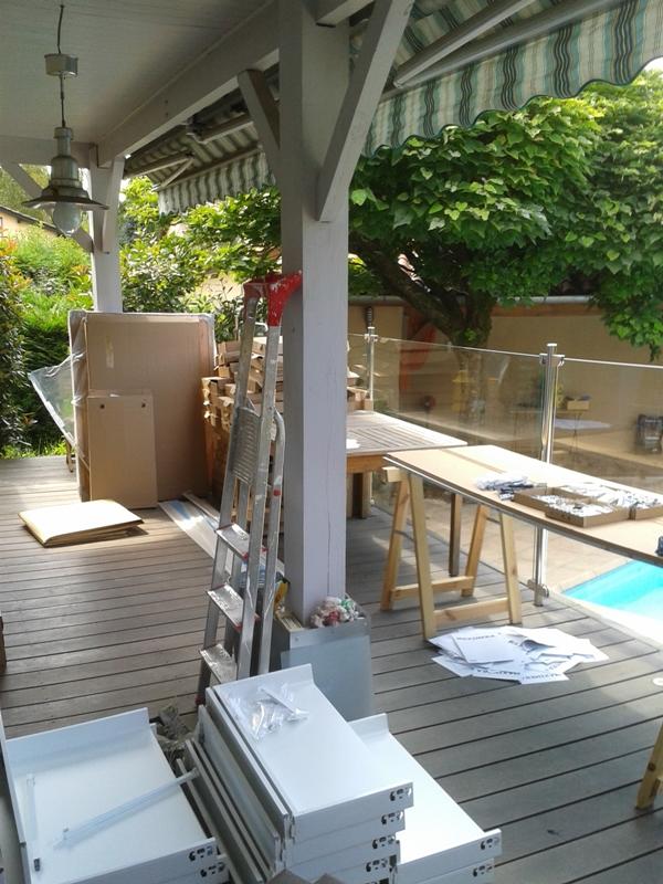 Evacuer les multiples cartons à la déchetterie. La terrasse était bienvenue pour servir d'atelier/