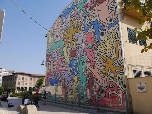 Fresque murale de Keith Haring Tuttomondo, 1989, sur un des murs de l'église Saint Antoine