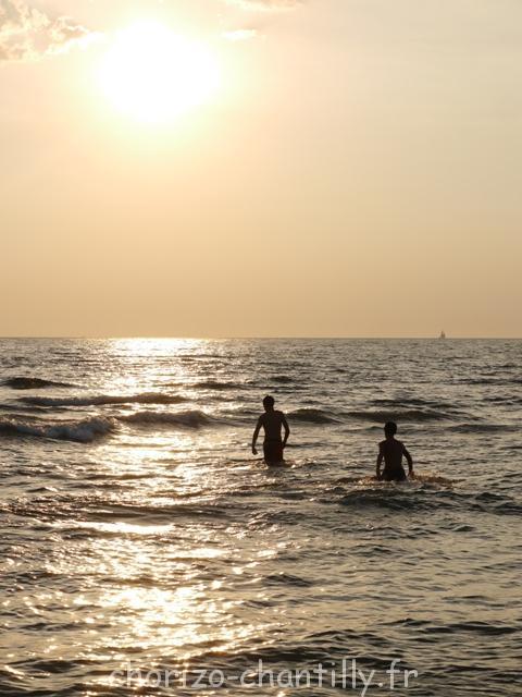 Se baigner, encore, toujours, alors que le soleil se couche, magique !