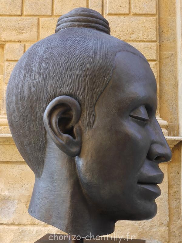 sculpture tête Pienza italie Helga Vockenhuber