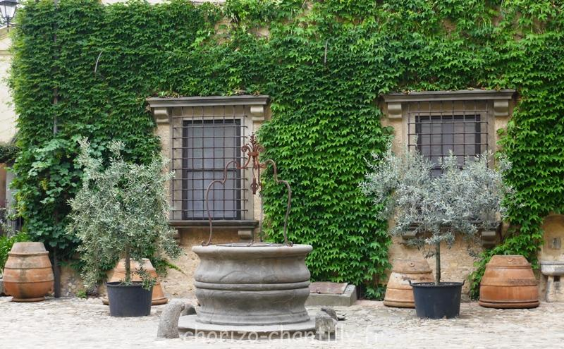 Cour du château Fezzana Italie Toscane
