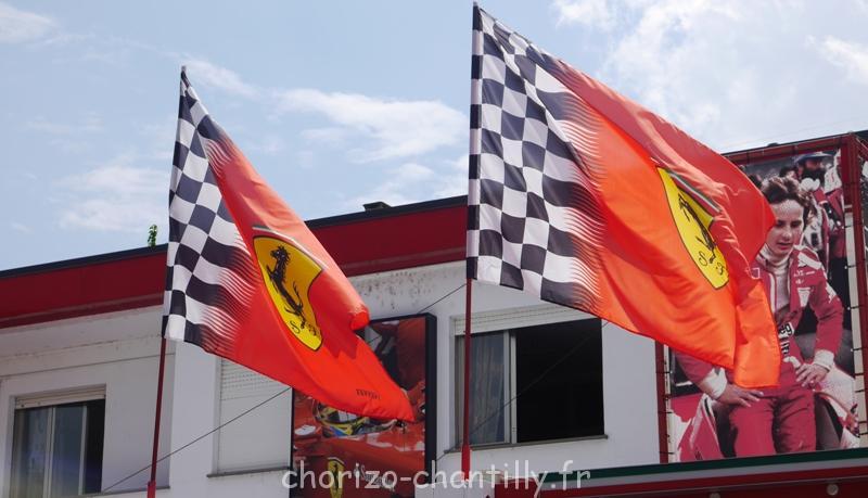 Musée Ferrari Modene drapeaux